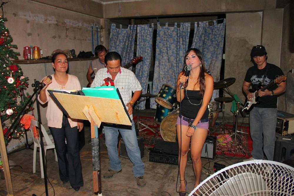 merlenes-eatery-live-band-cebu-nov-27-2010-054
