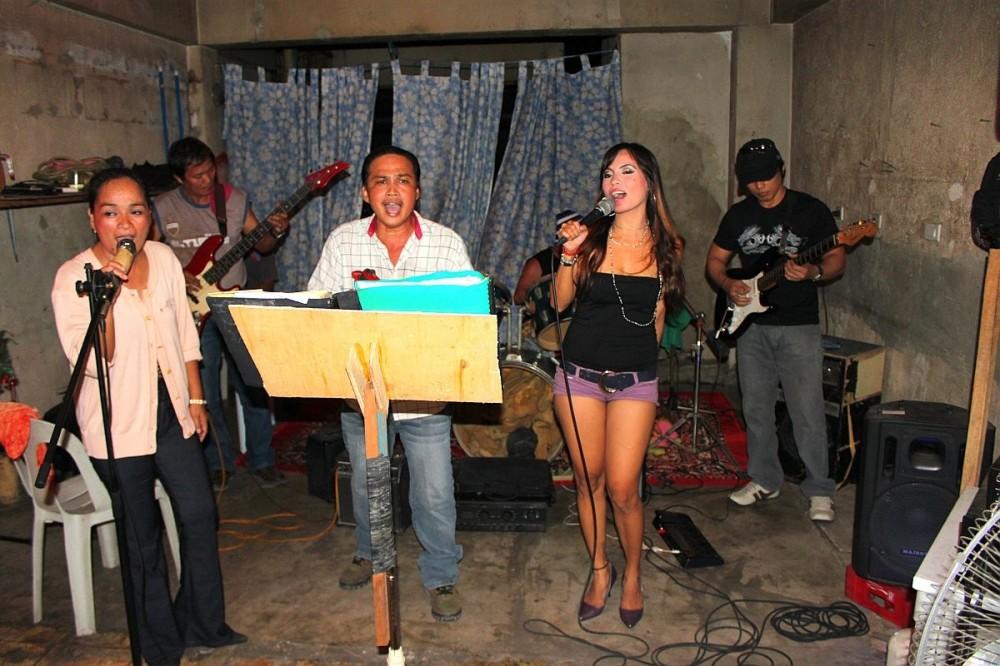 merlenes-eatery-live-band-cebu-nov-27-2010-062