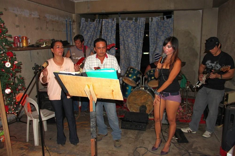 merlenes-eatery-live-band-cebu-nov-27-2010-072