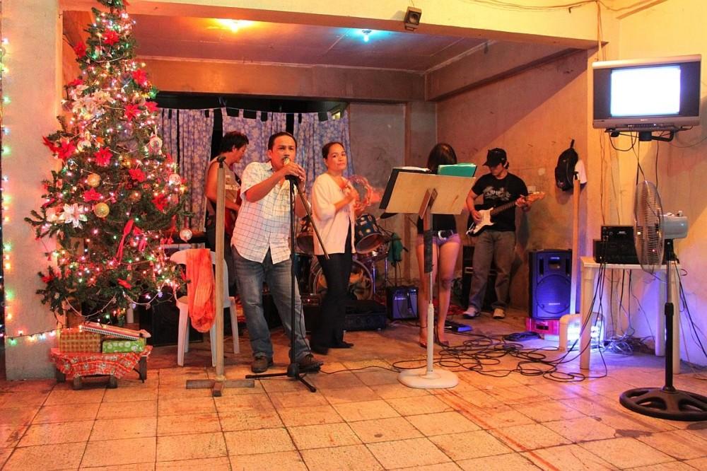 merlenes-eatery-live-band-cebu-nov-27-2010-099