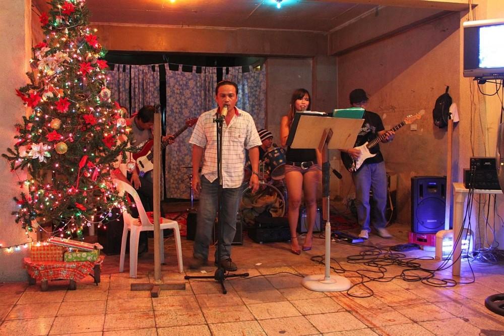 merlenes-eatery-live-band-cebu-nov-27-2010-112