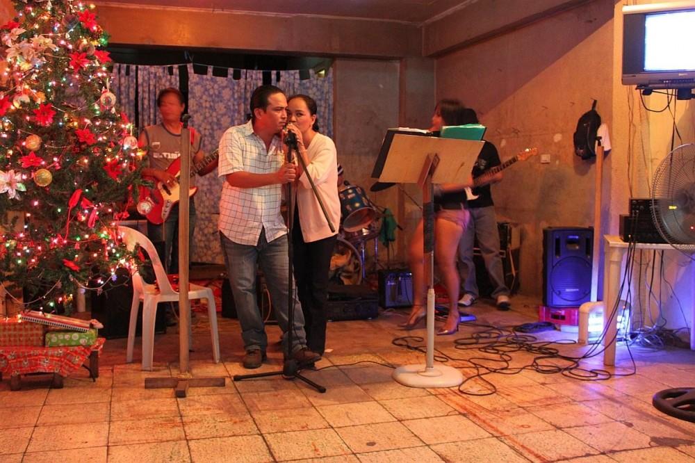 merlenes-eatery-live-band-cebu-nov-27-2010-116