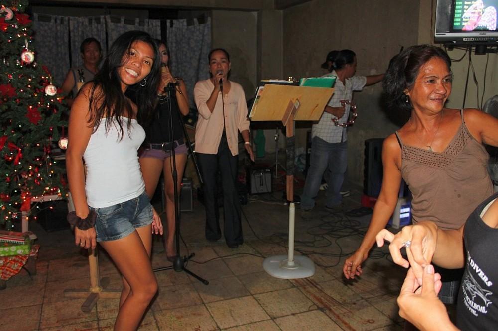 merlenes-eatery-live-band-cebu-nov-27-2010-173